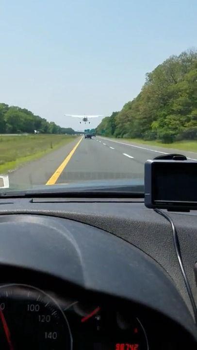 image avion-atterit-autoroute-panne