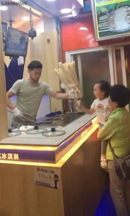image enfant-aime-pas-blague-vendeur-glaces