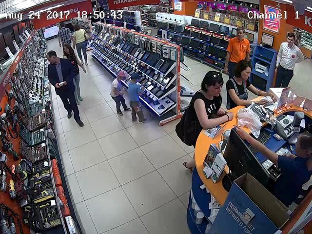 image enfants-voler-tablette-magasin