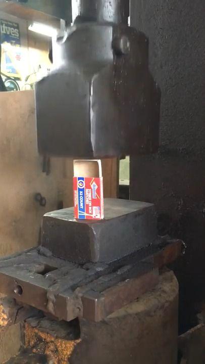 image fermer-boite-allumettes-marteau-pilon