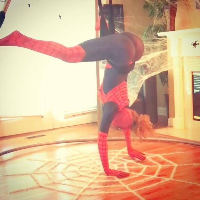 image spiderman-sexy-grosses-fesses
