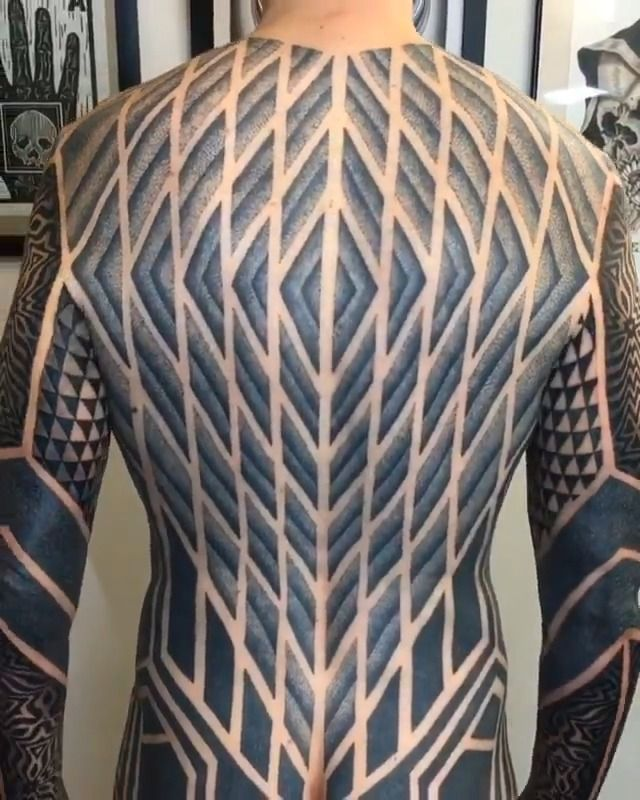 image tatouage-tout-corps