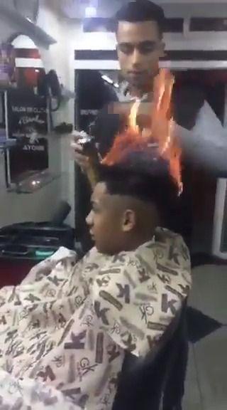 image coiffeur-enflamme-cheveux-client