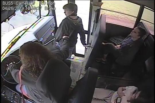 image conductrice-bus-sauve-enfant-accident