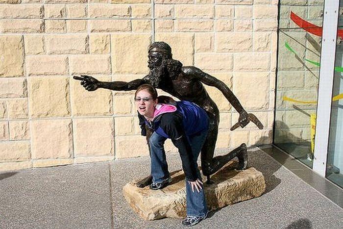 s-amuser-statues-07