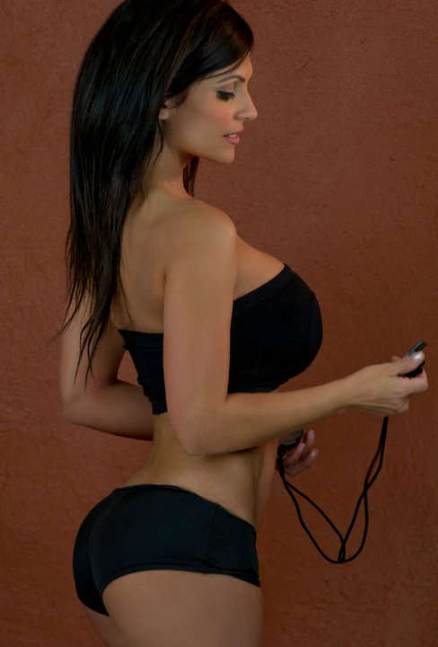 denise-milani-facebook-17