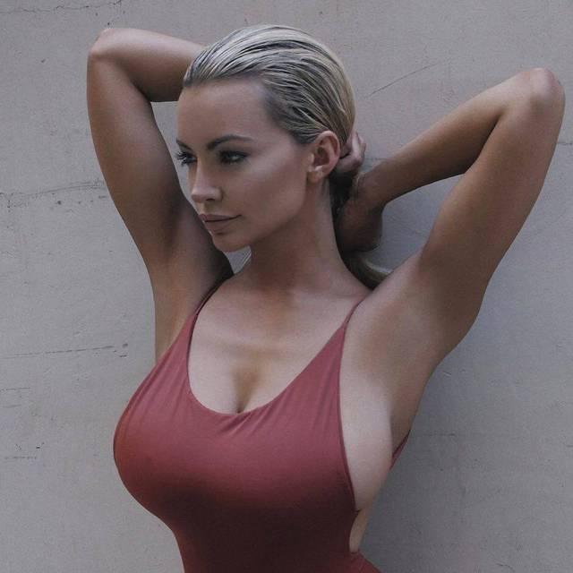 Gros seins collants collants des collants