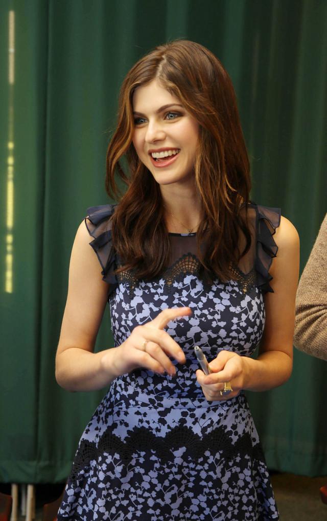 alexandra-daddario-sourire