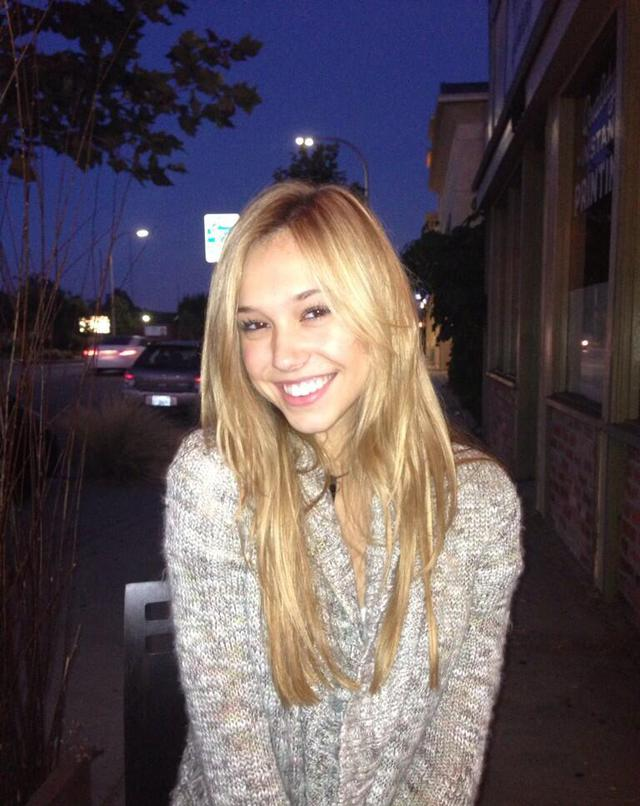alexis-ren-sourire