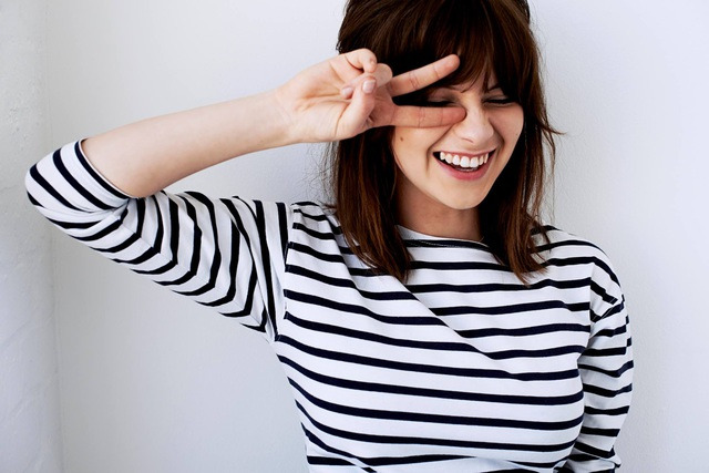 gabrielle-aplin-sourire