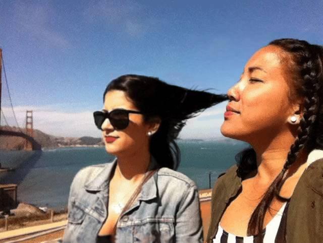 gif-hmm-tes-cheveux-sentent-bon