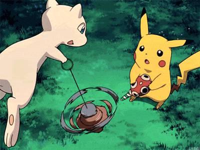 mew-pikachu-jouent-ensemble