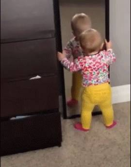 bebe-miroir-tombe