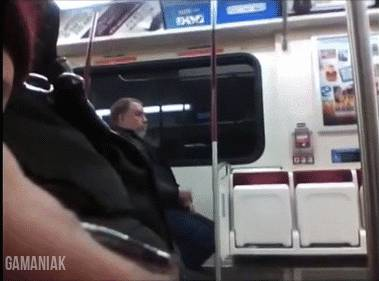 homme-masturbe-dans-metro