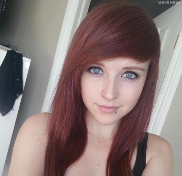 rousse-aux-yeux-bleus