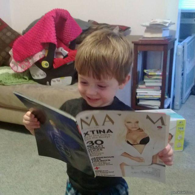 gamin-regarde-magazine-maxim