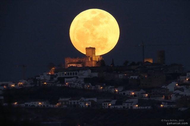 grande-lune-proche