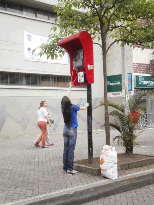 cabine-telephonique-trop-haute