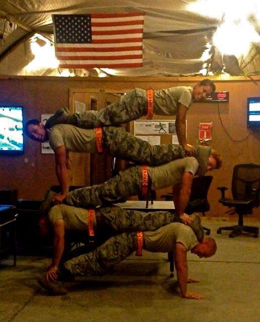 pile-soldats-faisant-des-pompes