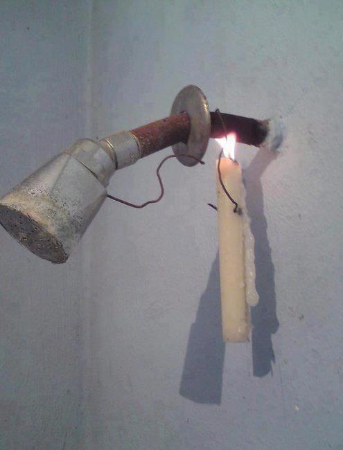eau-chaude-douche-avec-une-bougie
