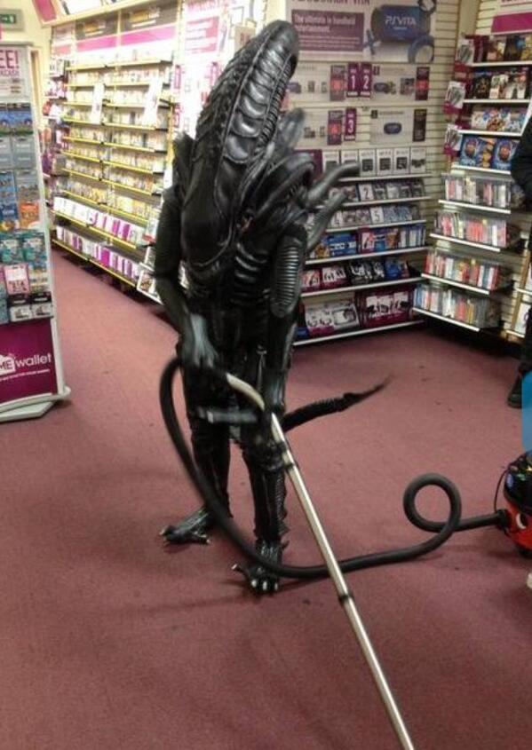 alien-passe-aspirateur