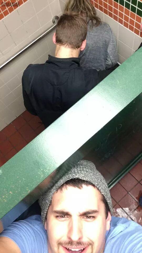 selfie-dans-les-toilettes