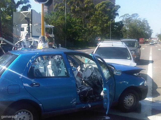 accident-voiture-pot-peinture