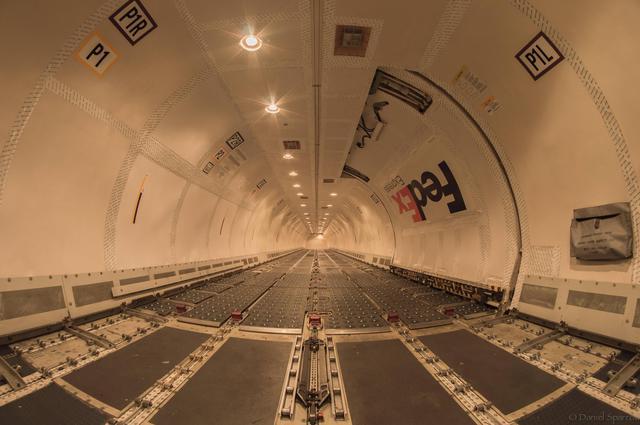 boeing-757-cargo-completement-vide
