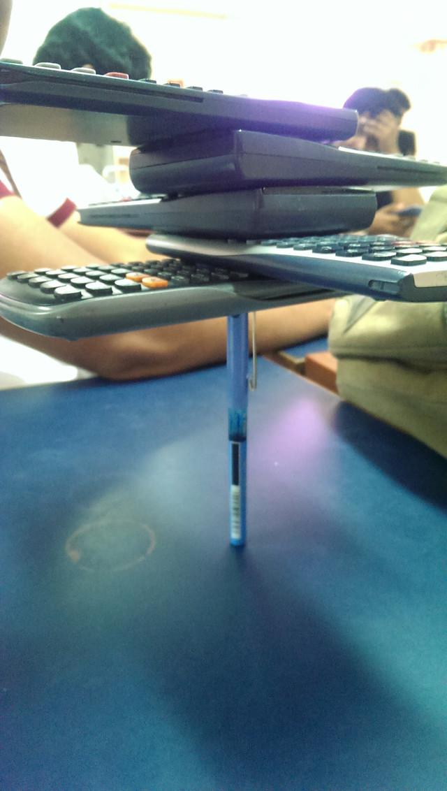 empiler-calculatrices-quand-ennuie-classe