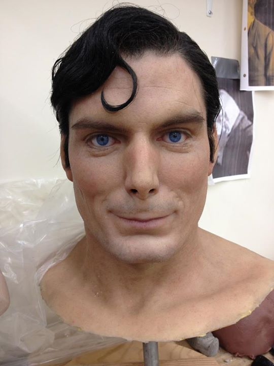 masque-sculpture-superman-plus-vraie-que-nature