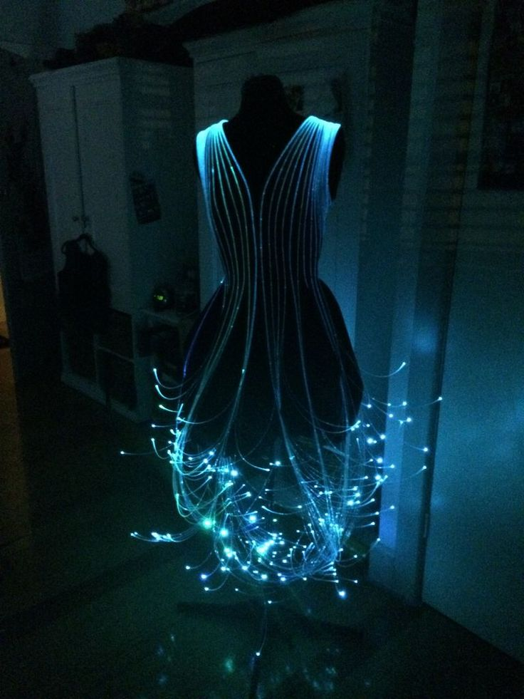 robe avec des cables de fibre optique. Black Bedroom Furniture Sets. Home Design Ideas
