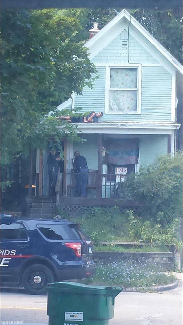 cacher-police-toit-maison