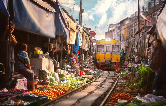 train-marche-bangkok