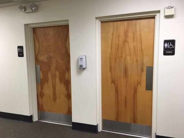 couleur-bois-pour-toilettes-hommes-femmes