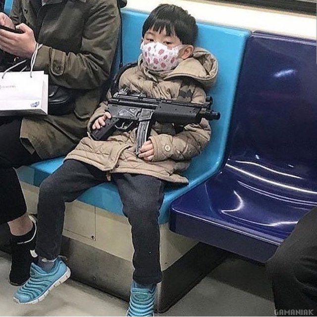 enfant-arme-metro