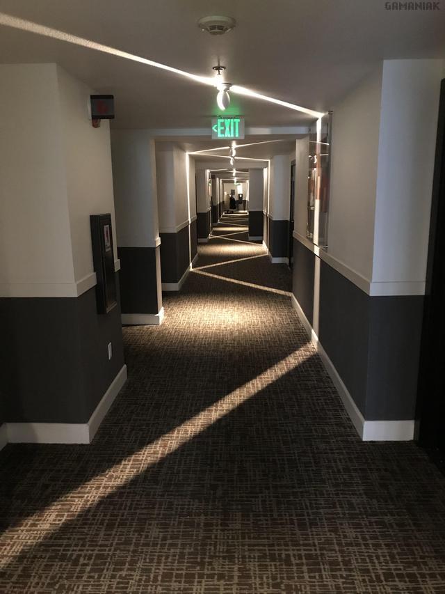 lumiere-zigzag-couloir-hotel