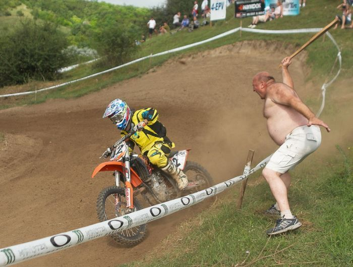 images-vrac-47-motocross-sport-dangereux