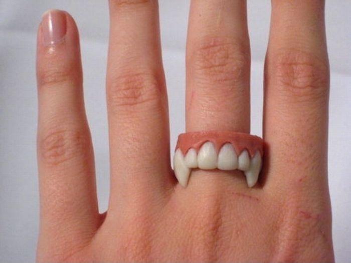 bague-dents-vampire