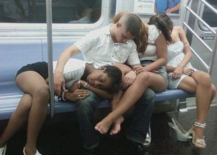 dormir-plusieurs-filles-metro
