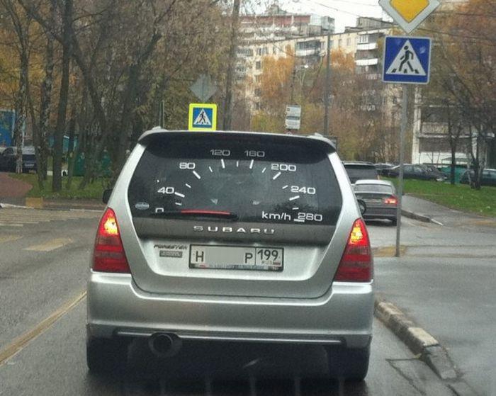 compteur-vitesse-voiture-arriere