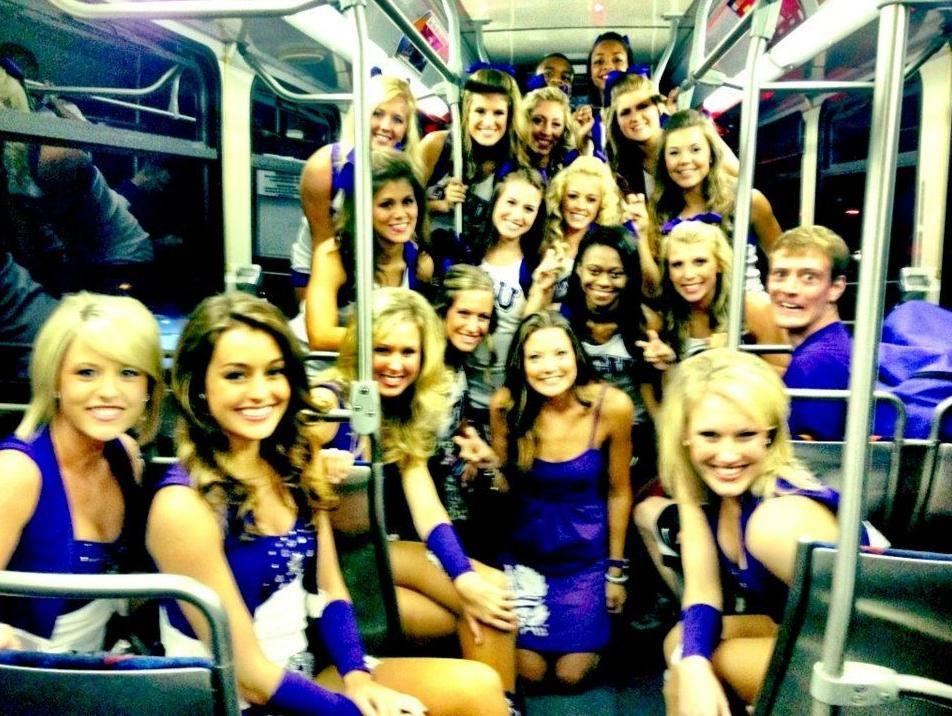 bus-pompom-girls