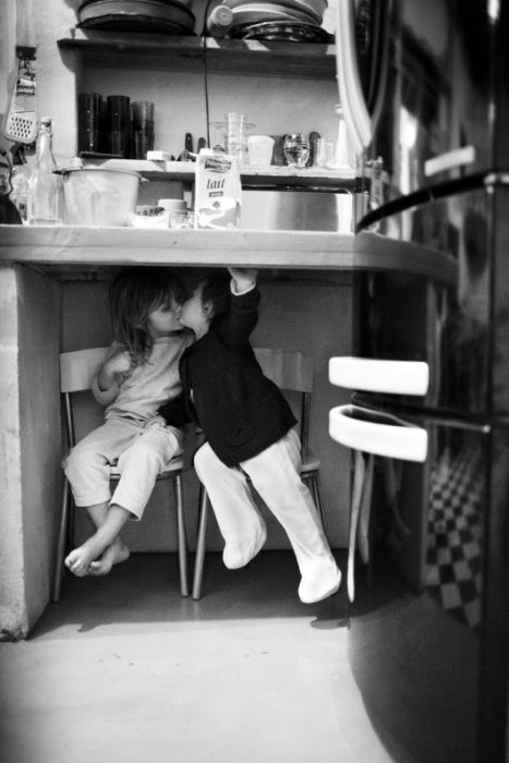 bisous-sous-table