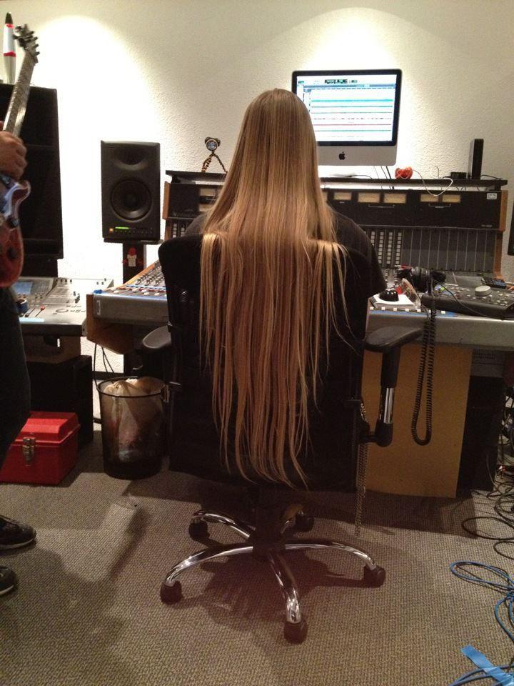 monteuse-aux-cheveux-longs