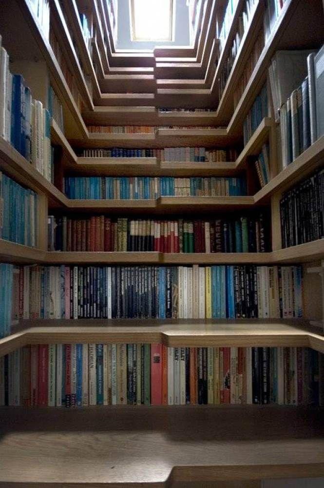 une-librairie-sous-les-escaliers