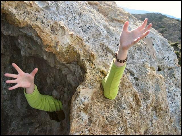au-secours-suis-coince-dans-rocher