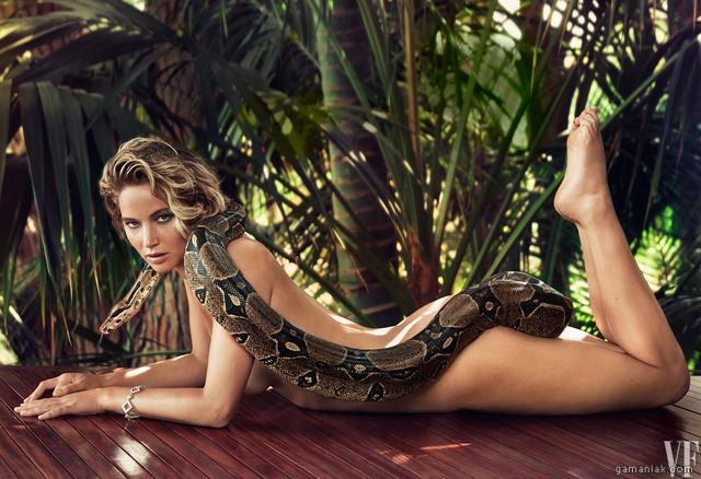 Image Jennifer Lawrence pose nue avec un boa pour Vanity Fair