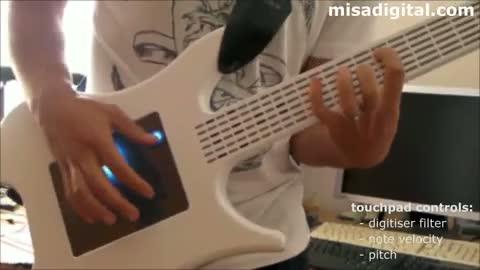 Misa, la guitare électrique et digitale