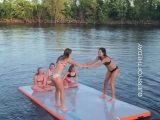 2 files, 2 saltos dans l'eau