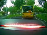 Un car freine brusquement