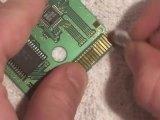 Nettoyer la crasse sur le circuit d'une cartouche de gameboy